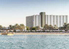منتجع وفندق راديسون بلو، كورنيش أبو ظبي