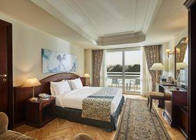 فندق تريامف بلازا