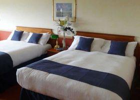 London Beach Country Hotel