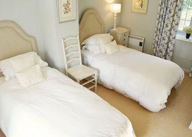 Luxury 5-star cottage near the Cornish coast on the Bonython Estate, Lizard Peninsula