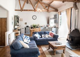 Superb detached Grade II listed barn conversion with hot tub & FREE membership to nearby Leisure Club