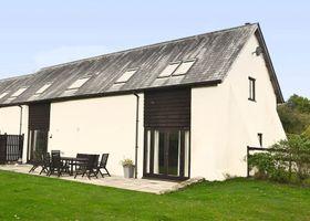 Beautifully converted 400-year-old threshing barn. Pet-friendly.