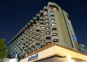 فندق راديسون بلو، دبي الديرة كريك
