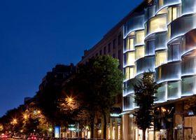 فندق رينيسانس باريس آرك دو تريومف