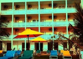 Hotel J