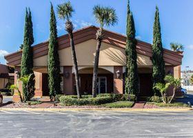 Econo Lodge Inn & Suites Near Florida Mall
