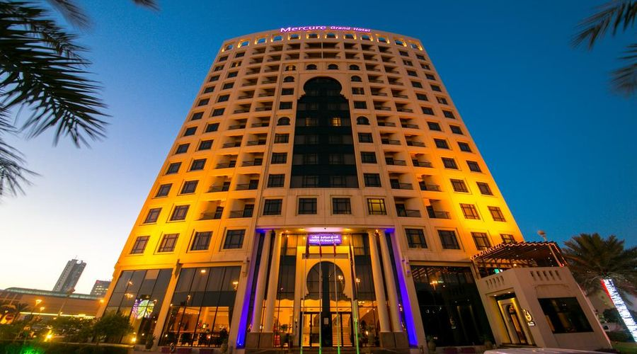 Mercure Grand Hotel Seef / All Suites-1 of 25 photos