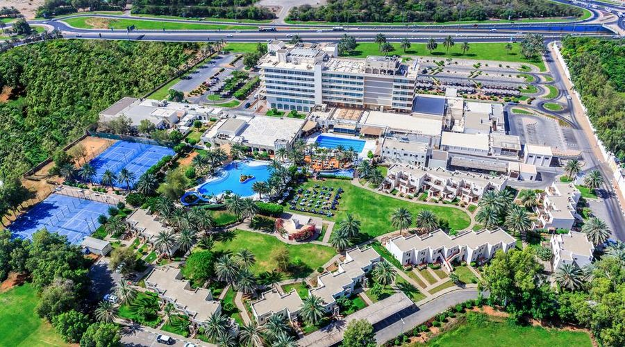 Radisson Blu Hotel & Resort Al Ain-1 of 42 photos