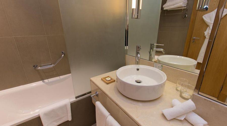 Holiday Inn Abu Dhabi-7 of 32 photos