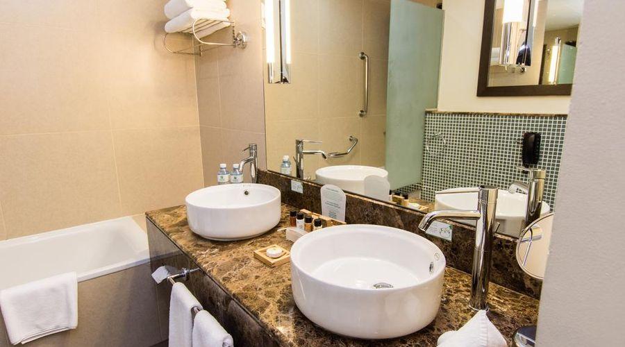 Holiday Inn Abu Dhabi-5 of 32 photos