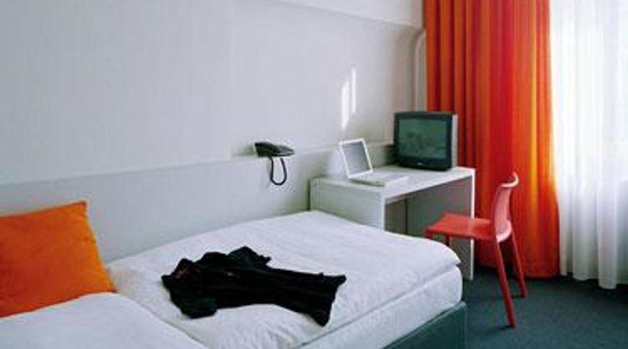 Colour Hotel-14 of 22 photos