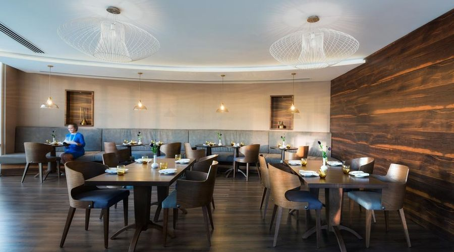 Radisson Blu Hotel, Dubai Waterfront-2 of 26 photos