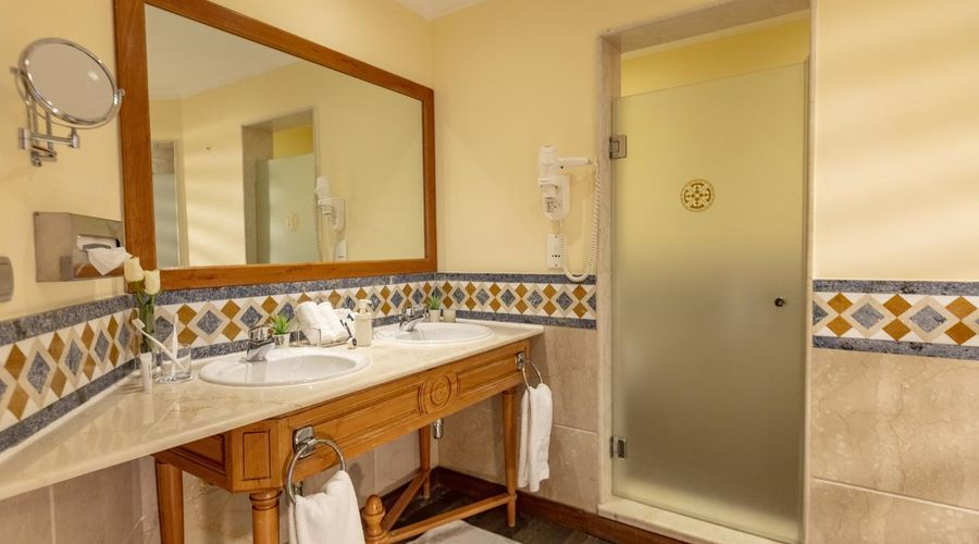 Royal Savoy Hotel And Villas-18 of 30 photos