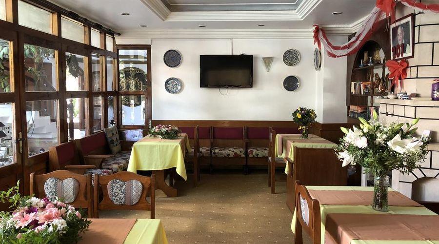 Hotel Karyatit-10 of 39 photos