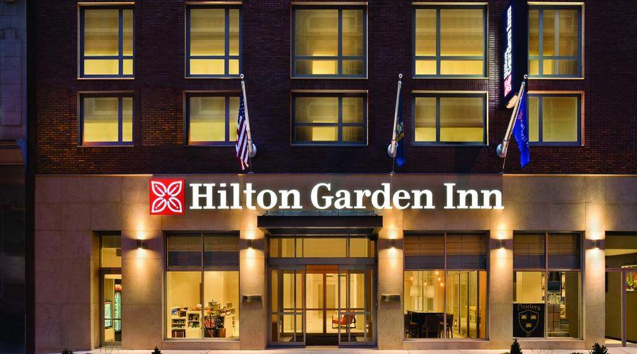 Hilton Garden Inn New York Times Square South-1 of 27 photos