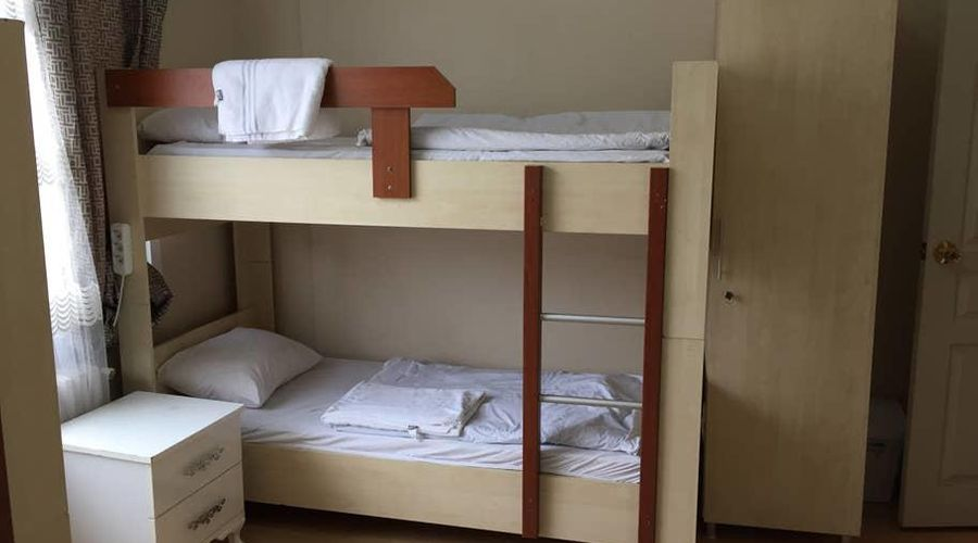 Castle Hostel-1 من 25 الصور