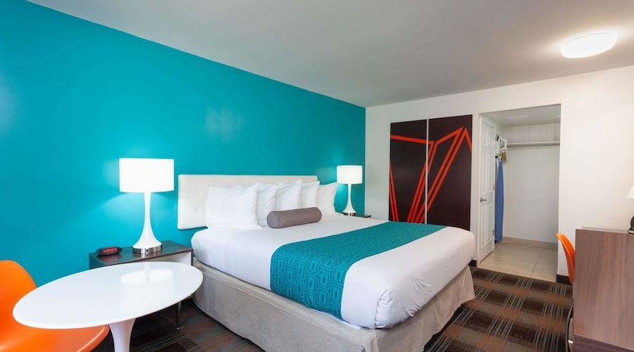 Howard Johnson by Wyndham San Diego Hotel Circle-7 of 19 photos