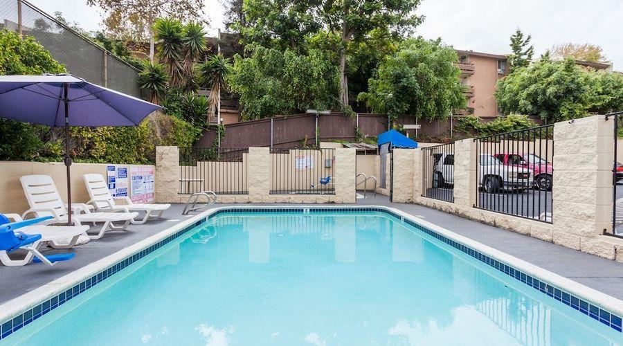 Howard Johnson by Wyndham San Diego Hotel Circle-16 of 19 photos
