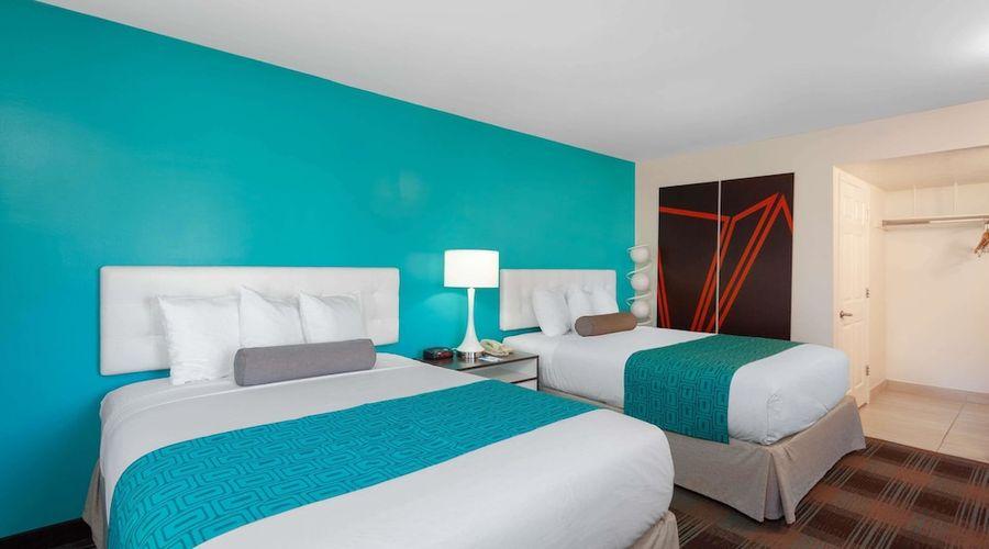 Howard Johnson by Wyndham San Diego Hotel Circle-8 of 19 photos