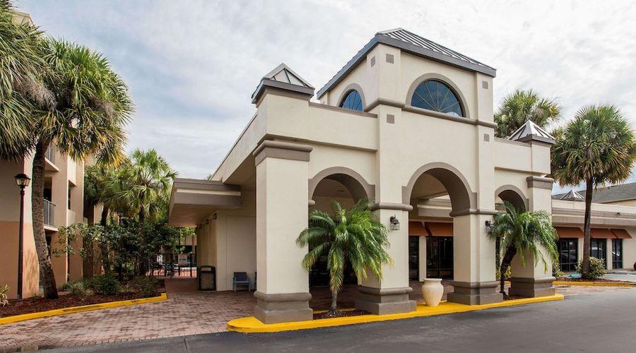 Days Inn & Suites by Wyndham Orlando Airport-1 of 25 photos