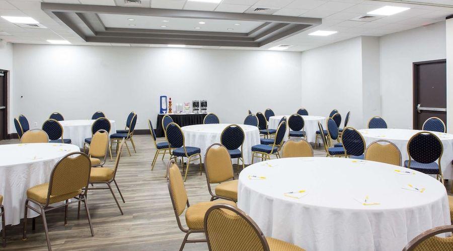 Days Inn & Suites by Wyndham Orlando Airport-22 of 25 photos