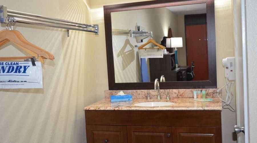 Days Inn & Suites by Wyndham Orlando Airport-15 of 25 photos