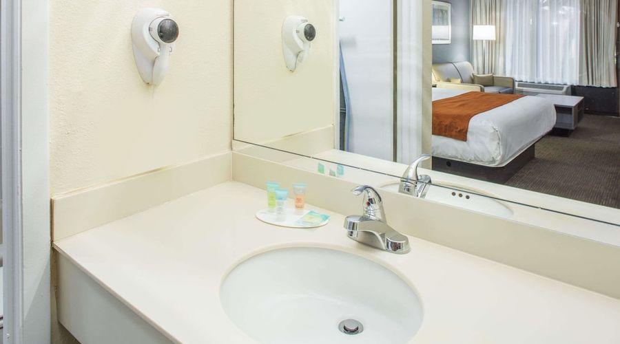 Days Inn & Suites by Wyndham Orlando Airport-17 of 25 photos