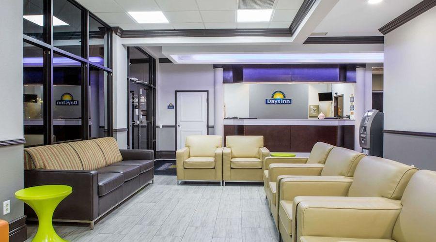 Days Inn & Suites by Wyndham Orlando Airport-2 of 25 photos