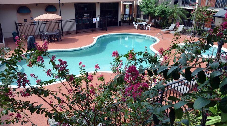 Days Inn & Suites by Wyndham Orlando Airport-21 of 25 photos