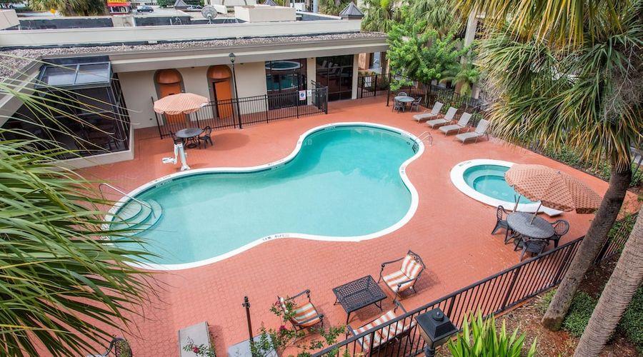 Days Inn & Suites by Wyndham Orlando Airport-19 of 25 photos