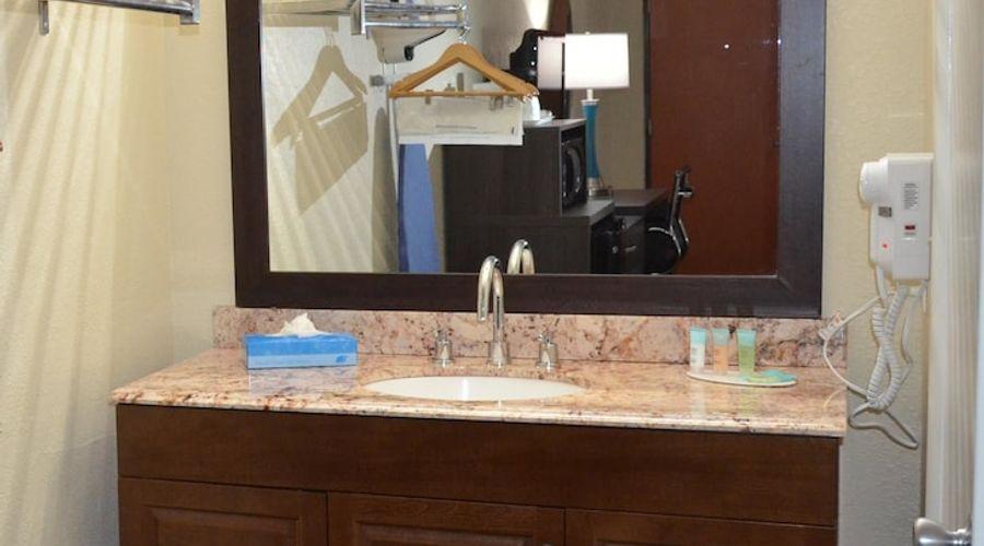 Days Inn & Suites by Wyndham Orlando Airport-4 of 25 photos