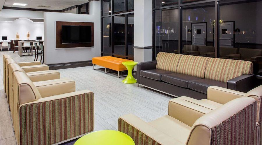 Days Inn & Suites by Wyndham Orlando Airport-3 of 25 photos