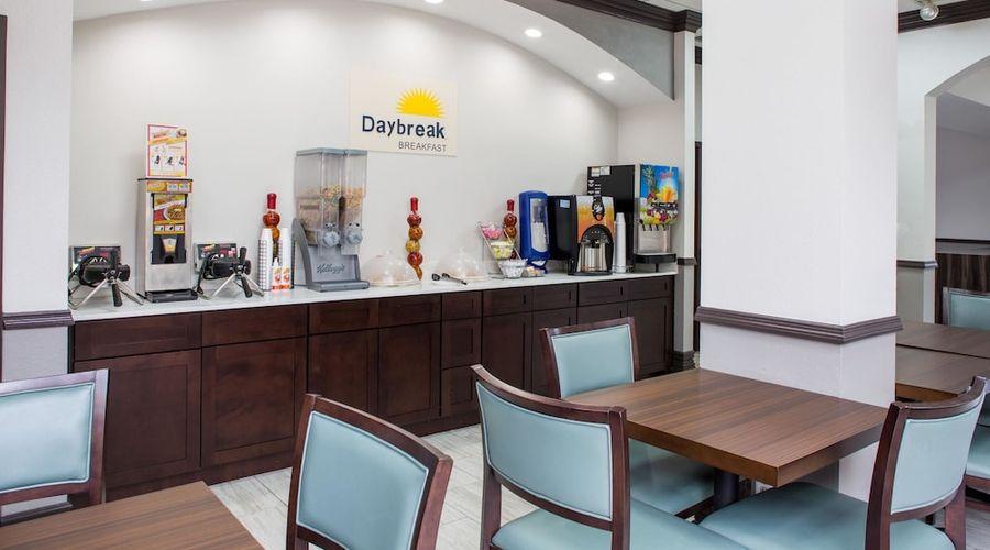 Days Inn & Suites by Wyndham Orlando Airport-20 of 25 photos
