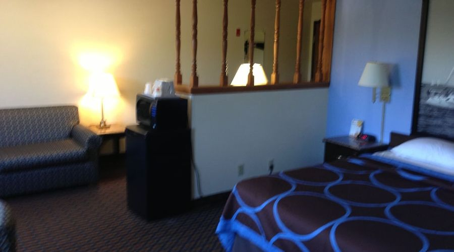 Super 8 by Wyndham New Castle-10 of 26 photos
