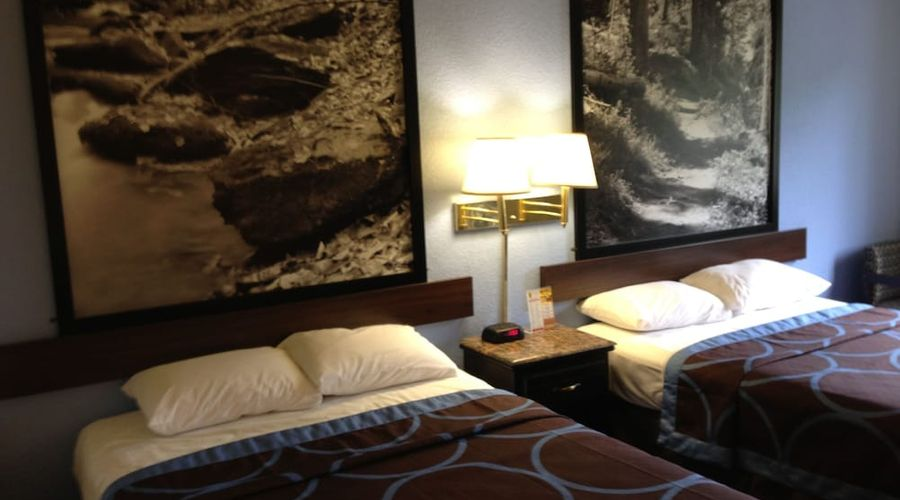 Super 8 by Wyndham New Castle-5 of 26 photos