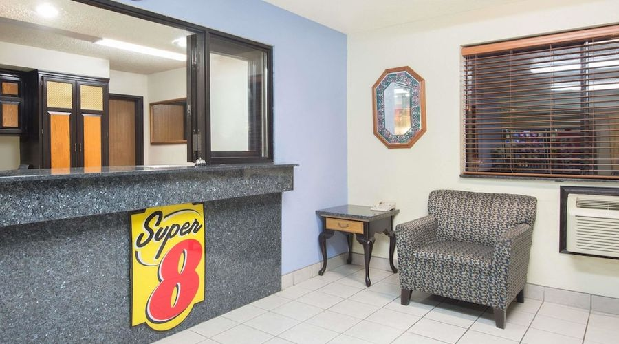 Super 8 by Wyndham New Castle-2 of 26 photos
