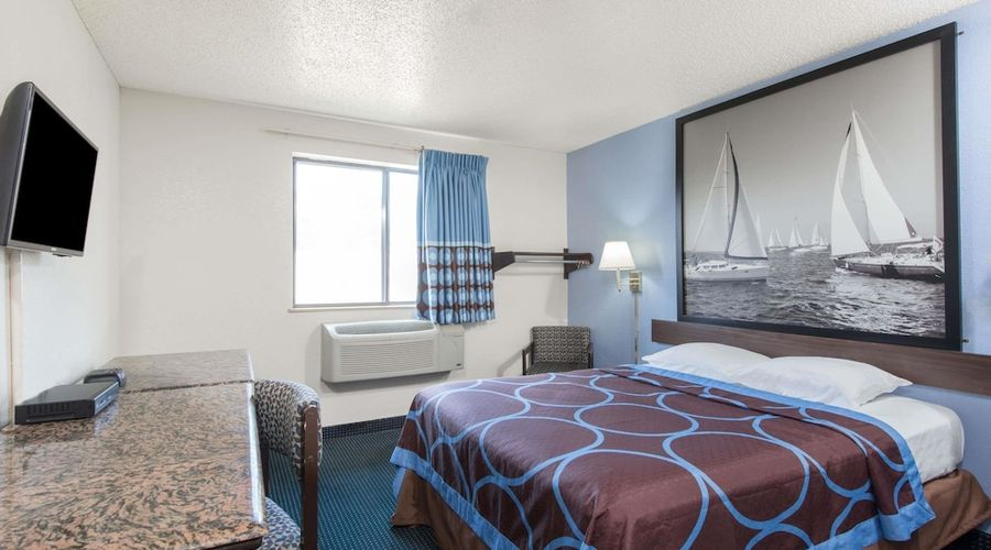 Super 8 by Wyndham New Castle-14 of 26 photos
