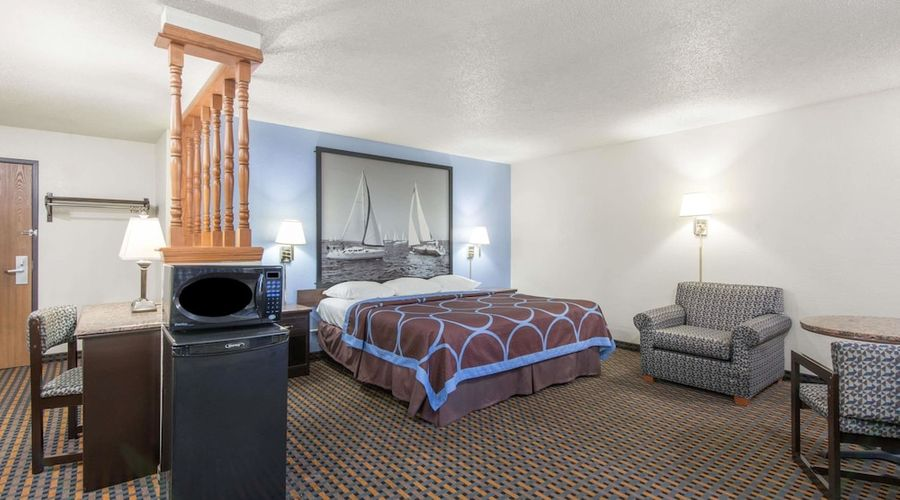 Super 8 by Wyndham New Castle-12 of 26 photos