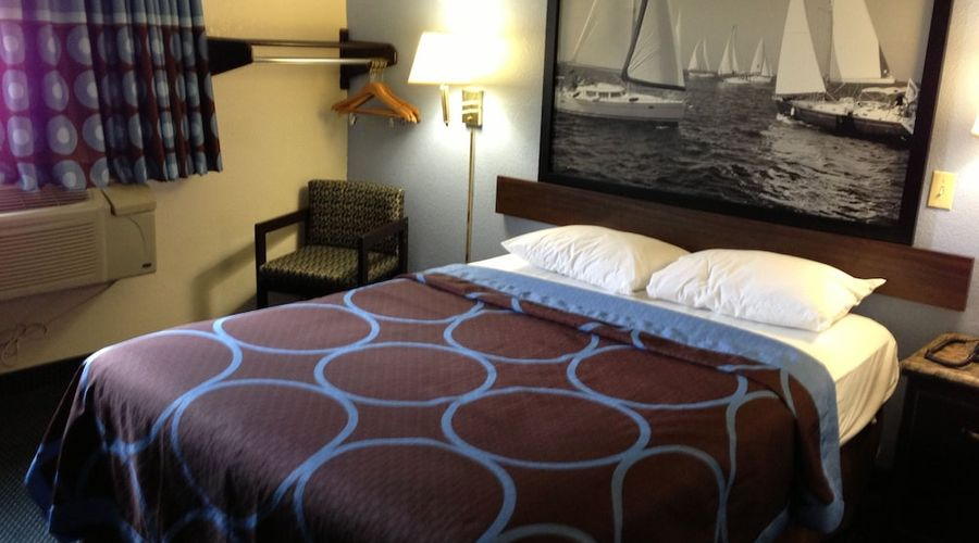 Super 8 by Wyndham New Castle-4 of 26 photos
