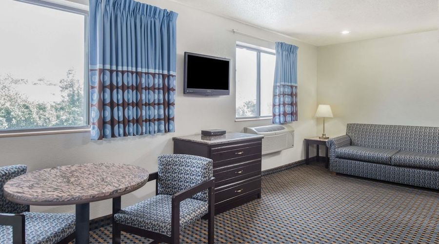 Super 8 by Wyndham New Castle-16 of 26 photos