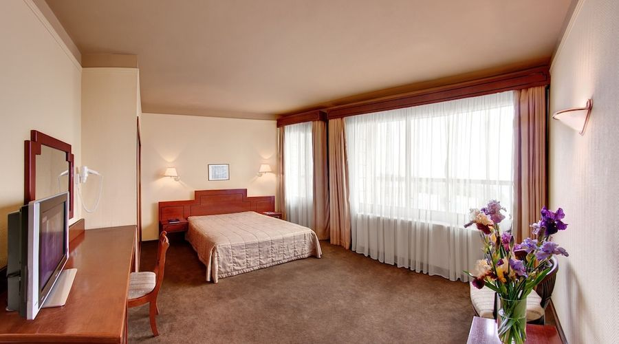 Hotel Dnipro-15 of 101 photos