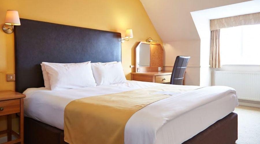 Bear Hotel Havant-4 of 24 photos
