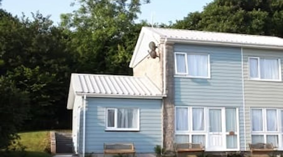 Freshwater Bay Holiday Cottages-27 of 29 photos