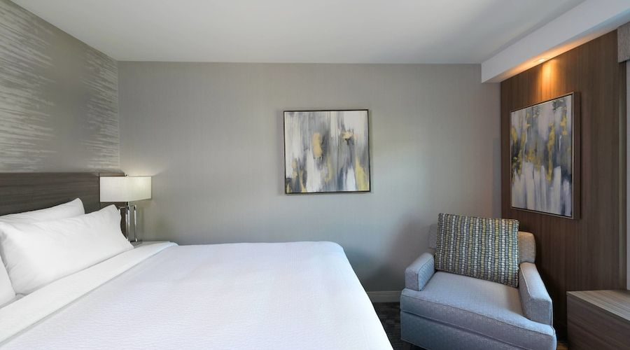 Courtyard by Marriott Edgewater NYC Area-16 of 50 photos