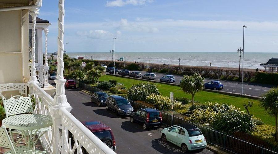 Beach View Apartment-10 of 12 photos