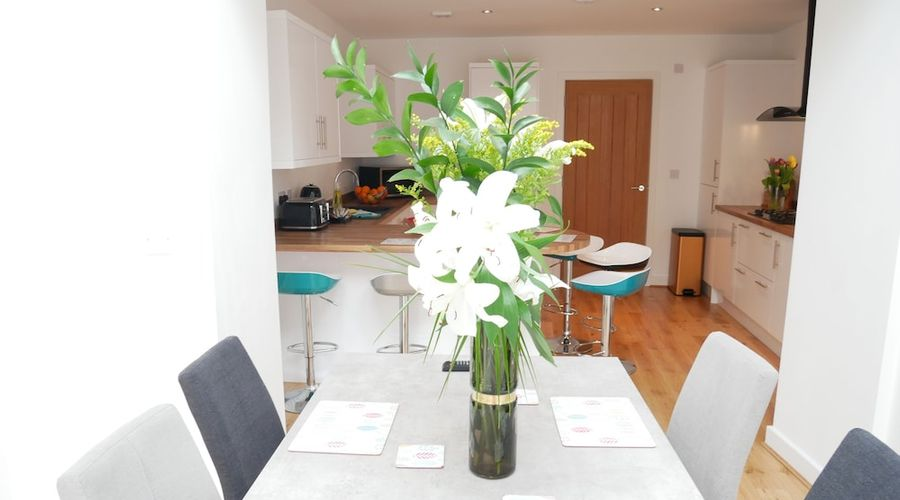 Lower Gill Gardens Penthouse-3 of 32 photos