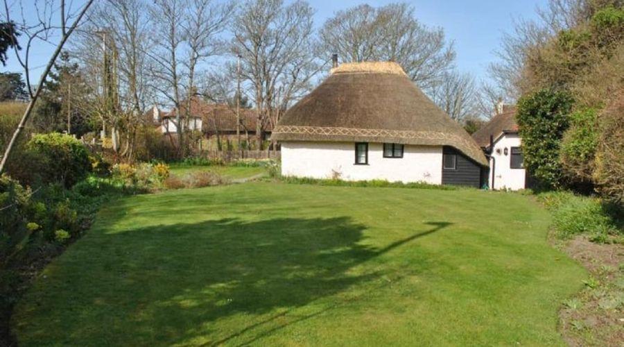 Rose Cottage, Middleton 53391-8 of 8 photos