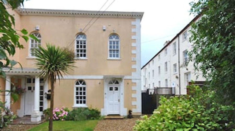 3 Woodford House, Bognor Regis 56708-12 of 12 photos