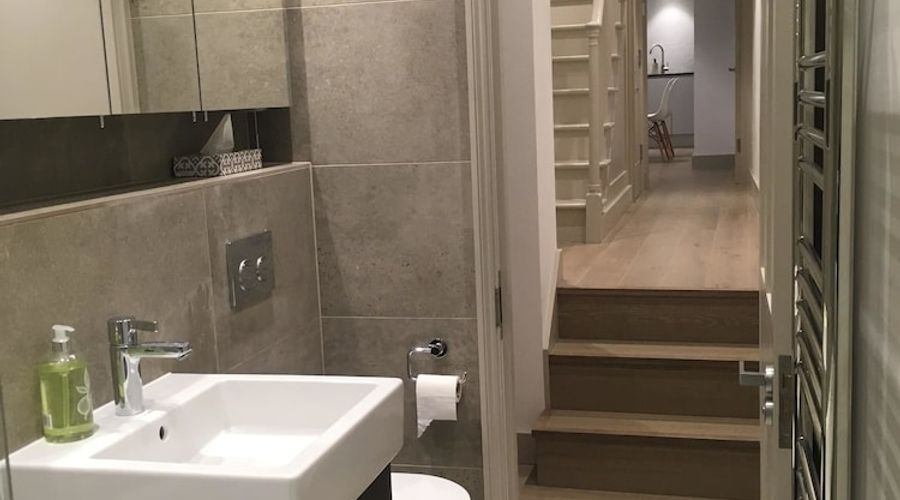 1 Bedroom Flat In Kensington-11 of 14 photos