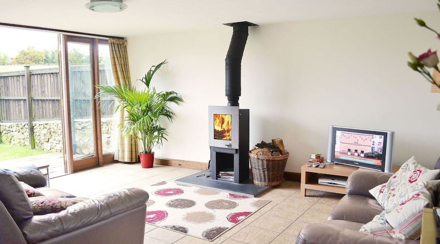 A beautiful conversion of a 400-year-old threshing barn. Pet-friendly.-6 of 9 photos